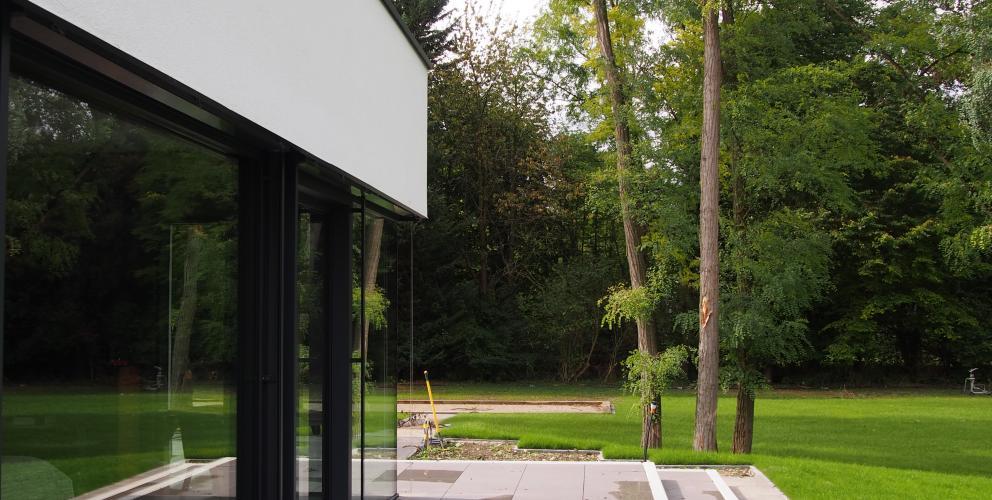 Projet CS - Détail sur la façade de la chambre, un voile blanc en lévitation